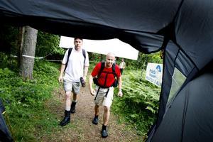 Anders Åge och Tony Håkansson genomförde vandringen på Gästrikeleden för tredje gången. Trötta men nöjda nådde de Hemlingby på söndagseftermiddagen.