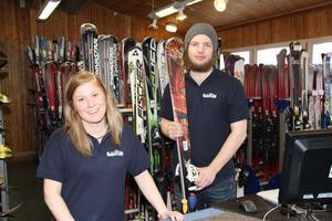 Under SM är det lugna gatan på skiduthyrningen. Alla tävlingsåkare är välförsedda med skidor.– Men André Myhrer var inne och fixade till bindningarna, berättar Sanne Albertsson och Kristian Karlsson i shopen, båda Sundsvallsbor.