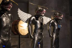 Heri Dono, konstnär från Indonesien, har skapat figurerna.