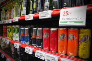 Coop och Ica följer rekommendationen och säljer inte energidryck till personer under 15 år.