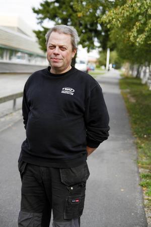 Från början var de tio personer som var aktiva volontärer. Nu är de nere på fem och Tommy Karlsson vill att polisen ger fler uppdrag samt att fler blir volontärer.