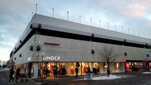 I dag är det nya affärskedjor som huserar i det klassiska Domushuset i Bollnäs centrum.