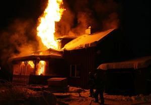 Villan var helt övertänd när räddningstjänsten från Ånge kom till platsen.