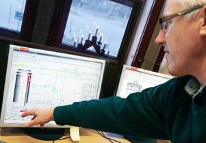 Dag Wiklund förklarar att Arctura fungerar som en reserv med varmvatten för fjärrvärmenätet.