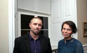 """Platschef. Johan Stark, här tillsammans med sin fru Anna Stark, är platschef för Teleperformance i Söderhamn. Han hoppades träffa många personer som han inte sett på länge. """"Det här är absolut en möjlighet att nätverka"""", säger han."""