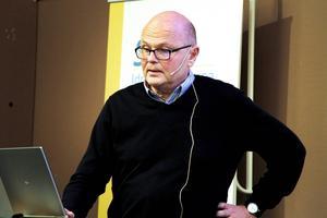 Calle Barrling, förbundskapten för F19-landslaget höll en av tre föreläsningar under gårdagskvällen.