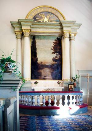 Så här ser den ut, altartavlan i Gamla kyrkan som 1888 års kyrkoråd ville byta ut. Det blev aldrig av, och nu föreslår Erik J Bergström att tavlan till höger, av Jämtlandskonstnären Sven Linnborg, får ersätta den. Vad säger 2009 års kyrkoråd?