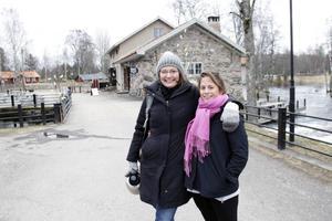 Vännerna Anna Douglas och Alice Heart från Storbritannien hade roligt tillsammans på konstrundan. Anna flyttade till Sverige för ett år sedan, Alice är på besök under påsken.