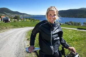 Anna tävlar för Sundsvalls SLK men bor i Åre.