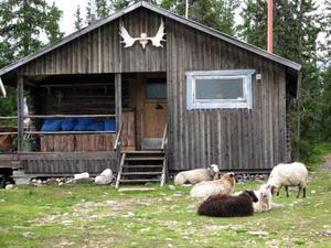 I övernattningsstugan finns sex bäddar och kök.