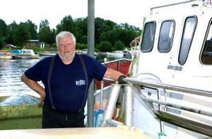 Fiskaren Runo Nordin från Juniskär tycker att det vädermässigt varit en usel sommar. Han har också märkt en stor ökning av säl.