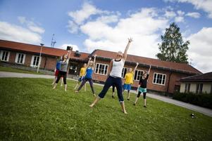 På lägrets sista dag var det uppvisning för föräldrar och syskon. Då ingick också ett fristående program. Här tränar en grupp inför onsdagens uppvisning.
