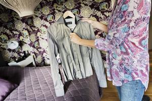Långärmat. Att hitta skjortor där ärmarna är tillräckligt långa är en utmaning när man är välväxt kvinna. Annakarin Österlund har låtit sy upp en med sina egna mått.