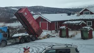 Carl-Inge Larsson tog den här bilden från sitt fönster vid halv fyra på torsdagseftermiddagen. Foto: Carl-Inge Larsson
