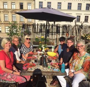 Sommarfest hemma hos Maria. Fr.v. Karin Henriksson, Maritha Thorén-Svensson, Carina Norberg, Maria Lindgren, Anna-Karin Zackrisson och Anki Kull.Bild: Privat