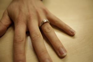När NA bad Kayla Braffet att välja ut en sak som var extra viktig för henne valde hon två. Sin bibel – men också sin förlovningsring. För två månader sedan friade Reid Strain till henne, och den 25 januari nästa år gifter de sig.