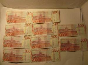 Det mesta av pengarna var sorterade i 500-lappar. Foto: Polisen