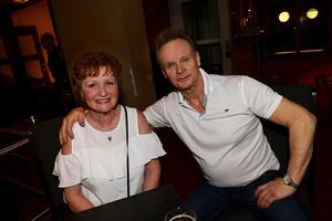 Gunilla Westfal och Lars som föredrar efternamnet