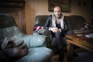 Uppväxten i Änge var tuff för Jesper Lindgren. Hemma i föräldrahemmet hade han sin borg där han kunde känna sig trygg.