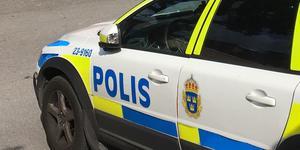 Polisen har tagit emot en anmälan om skadegörelse på en parkerad bil i Arboga.