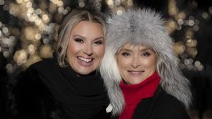 Sanna Nielsen och Lena Endre. Foto: Ulrika Malm/SVT