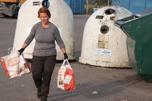 Maria Davidsson finner Örebro generellt mer nedskräpat än övriga länet. – Ölmbrotorp och Ervalla är alltid rena. Där hittar jag aldrig något. Klockhammar samma sak.