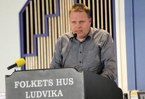 Johnny Karlsson (L) lyckades inte övertyga fullmäktige om att måla halva gång-  och cykelvägen efter Fredsgatan.Foto: Boo Ericsson/Arkiv
