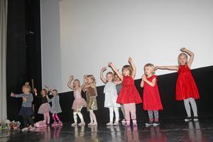 De unga dansarna bjöd på en sprudlande uppvisning.