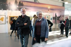 Roligt att så många Dalakonstnärer är samlade, tycker Björn och Berit Helgesson från Rättvik.