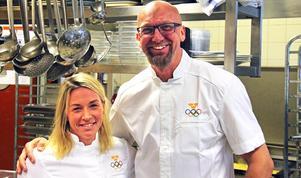 Lisa Zetterwall och Per Lindius är två av kockarna som ska sköta utfodringen av längd- och skidskyttelandslagen. Den tredje är Pers son Marcus Lindius.