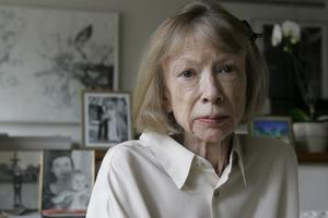 Joan Didion sörjde genom att minnas och skriva.  AP Photo/Kathy Willens