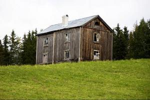 I Östansjöbygden finns många gamla byggnader som bär på en historia, och som är viktig att bevara, tycker Carin Söderback.