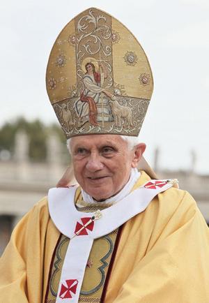 Den förre påven, Benedictus XVI, beskrev i sina teologiska arbeten ondskan som den kraft som försöker tränga sig in mellan människan och Gud. Foto: Kancelaria Prezydenta