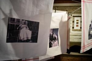 Handdukar med porträtt av de som vävt dem.