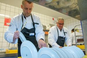 Tekniska chefen Richard Persson och kommunalrådet Göran Bergström plockade disk.