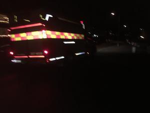 Räddningstjänsten i Nynäshamn på väg mot den uppgivna platsen för explosionen.