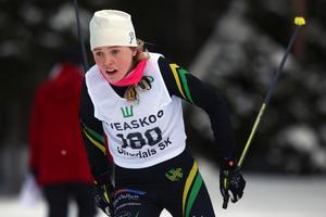Märta Rosenberg, Duved, på väg mot segern i Offerdalspropagandan, tidigare i vinter. Nu är hon ett av länshoppen vid veckoslutets ungdoms-SM i Lycksele – en tävling som direktsänds på Mittmedias alla sajter.