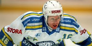Niklas Eriksson i Leksandströjan år 1997. Nu ska hans tröja hissas i taket. Bild: Denny Calvo/Bildbyrån.