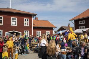 Efter karnevaltåget samlades alla på Stenegård.