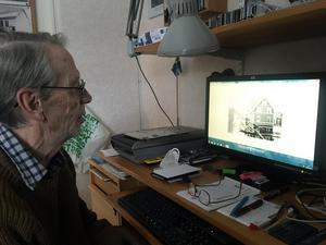 Hur många timmar han tillbringat vid datorn när han scannat in alla bilder har han ingen riktig uppfattning om.