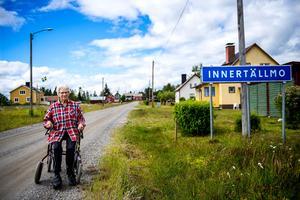 Ragna Byström, 80 år, bor i Innertällmo. Hit flyttade hon som 20-åring och jobbade hemma på egna gården i många år med mjölkkor och ungdjur.