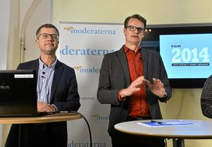 Moderaternas partisekreterare Kent Persson och chefsstrateg Per Schlingmann  presenterade 2013 en uppdaterad version av partiets valstrategi. Arkivbild: TT