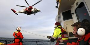 Personalen som bemannar SAR-helikoptern i Norrtälje övar ofta tillsammans med sjöräddningssällskapet. Arkivbild: Anders Sjöberg