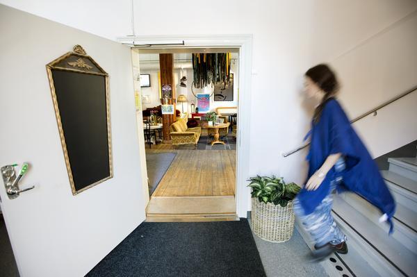 Malin har många idéer. Väggarna i entrén och inredningen i kaféet har redan fått ett ansiktslyft.