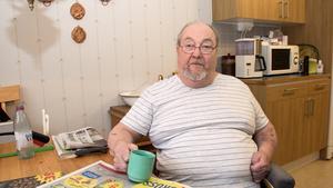 Sture Wretling i Skultuna tvingades vara kvar en dag extra på sjukhus trots att han var utskriven och trots att han har hemtjänst och hemsjukvård. Beskedet han fick var att de som skulle ta emot honom inte hade tid, de var hos någon ute på landet.