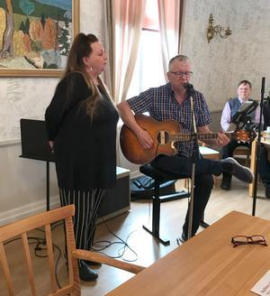 Bo och Berit Svenningson svarade för underhållningen. Foto: Ingrid Wiksten