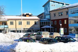 Gyllengården i Edsbyn räknar 52 särskilda boendeplatser. Backa i Edsbyn har ytterligare 28 platser, enligt Centerpartiets uträkning.