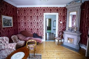 Av någon anledning kallas det här rummet för röda rummet.