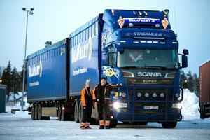 Petra Eriksson och Sten Ove Trondsen kör den enda lastbilen i Dalarna med dispens för att väga 74 ton – den kommande bärighetsklassen.