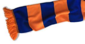 Bollnäshalsduk är ett givet inslag bland fansen i Bollnäsklacken. Bild: Torkel Bohjort